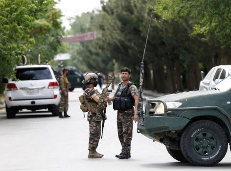 阿富汗安全部队抵达爆炸现场