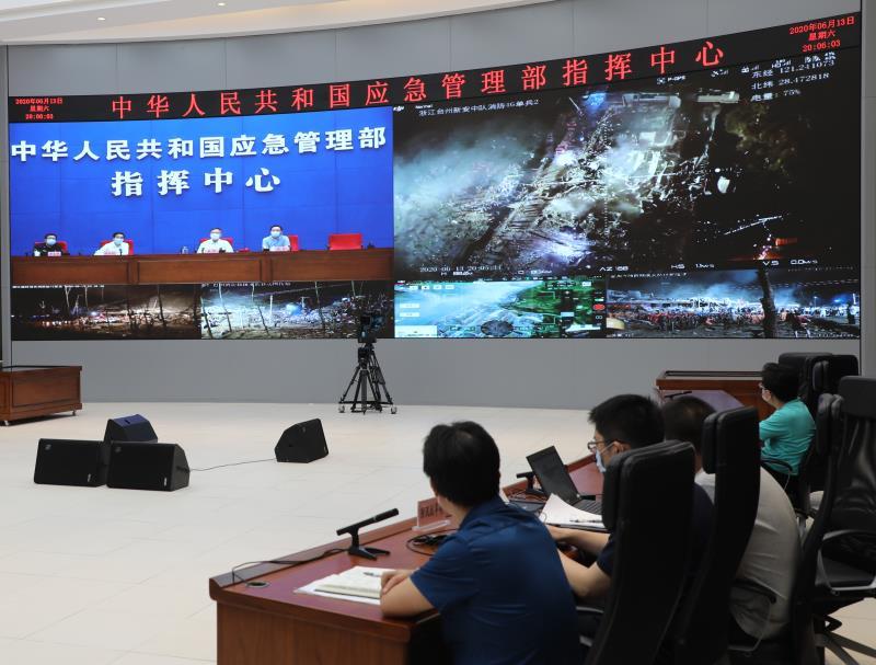 应急管理部调度工作组赶赴浙江温岭槽罐车爆炸事故现场图片