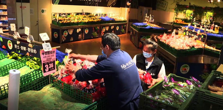 摩天登录:场供应大批蔬菜连夜摩天登录进京图片