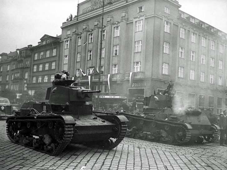波兰7TP坦克进入捷克斯洛伐克切欣区 网络图片
