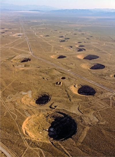 为了减少对环境的核污染,在最初的核试验之后,核大国基本上都转入地下核试验,这是内华达的核试验场
