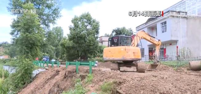 安徽:强降雨造成部分山体塌方 道路被毁图片