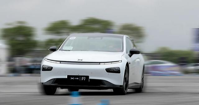 """小鹏P7首次动态试驾,真的对得起""""运动轿跑""""的名头吗?"""