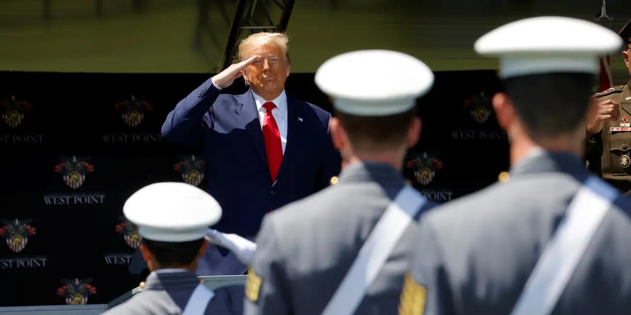 特朗普在西点军校发表演讲