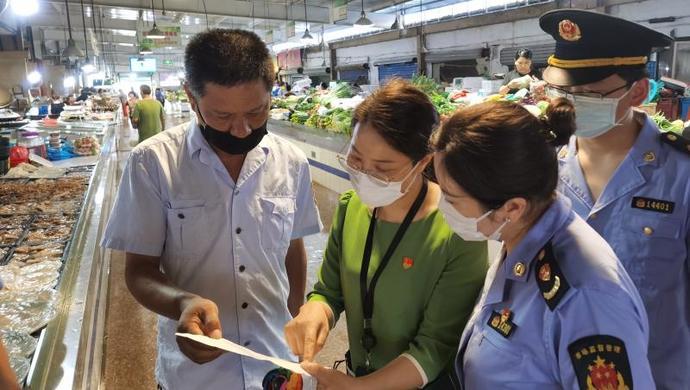 上海金山:强化派驻监督,压实农贸市场疫情防控管理图片