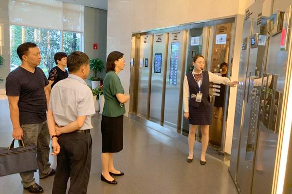 百事2:芬萍副局长走访调研相关服务百事2外包图片