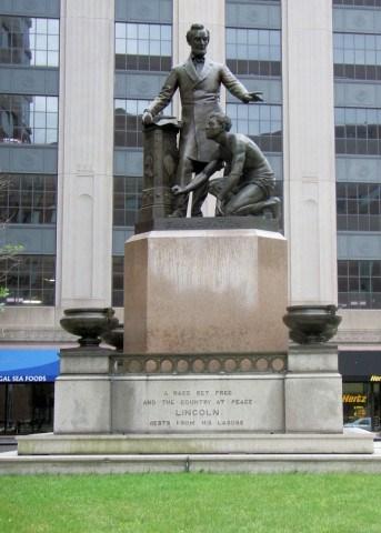 波士顿的林肯纪念雕像,来源:社交媒体