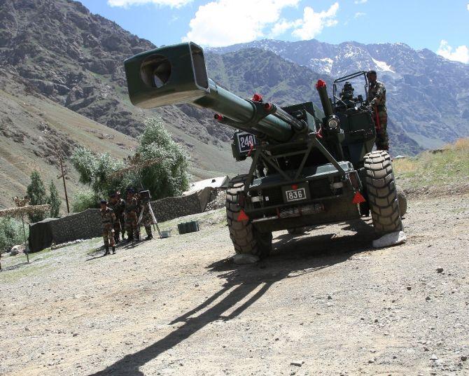 印度在整个东线部署有48门FH-77B155毫米自行火炮