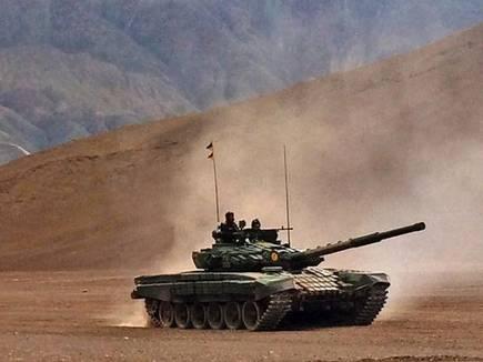 拉达克区域的T-72M1坦克