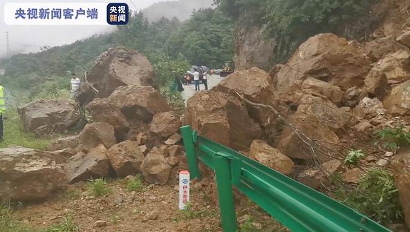 安徽强降雨致农田内涝山体塌方 多部门紧急排涝除险图片
