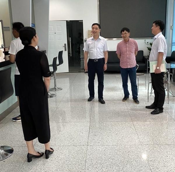 徐建刚副局长赴省政府采购中心调研指导工作