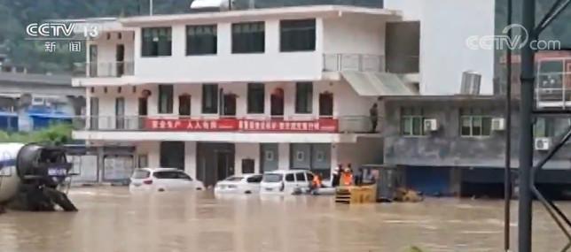 [天富主管]江多个乡镇突天富主管发暴雨人员被困交图片