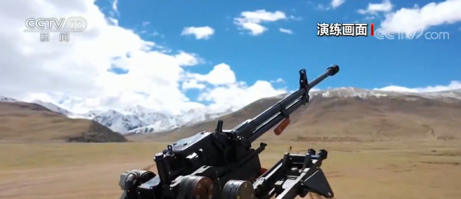 西藏:多课目实弹演练 检验火力打击能力图片