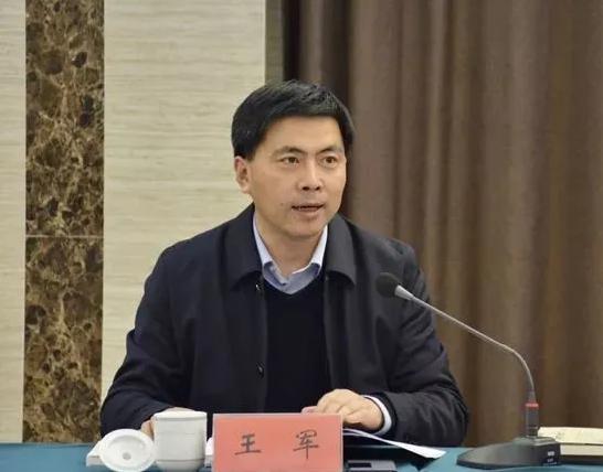 创作50多万字的他 任四川雅安市委常委、副市长图片