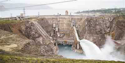 龙羊峡水电站2020年首次开闸泄洪图片