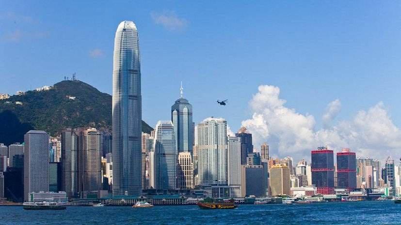 特区政府向香港18岁及以上永久居民每人派发1万港元