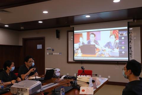 天津高院研究室开展未成年人网络司法保护进校园特色党日活动