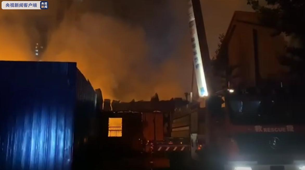 甘肃兰州一食品仓库发摩天登录生火灾暂,摩天登录图片