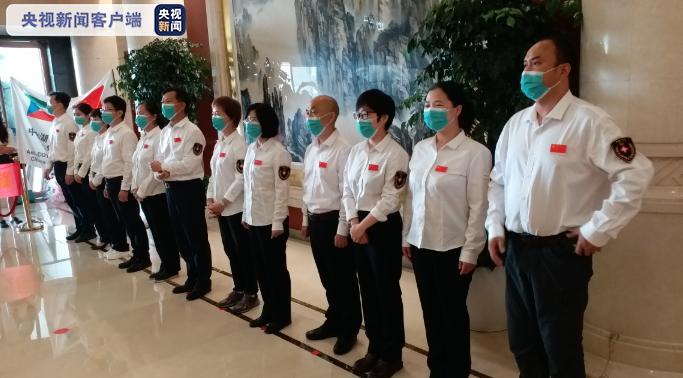 中国赴津巴布韦和赤道几内亚抗疫医疗专家组凯旋返湘图片