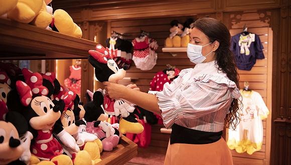 迪士尼在巴黎和东京重新开放的正式公告