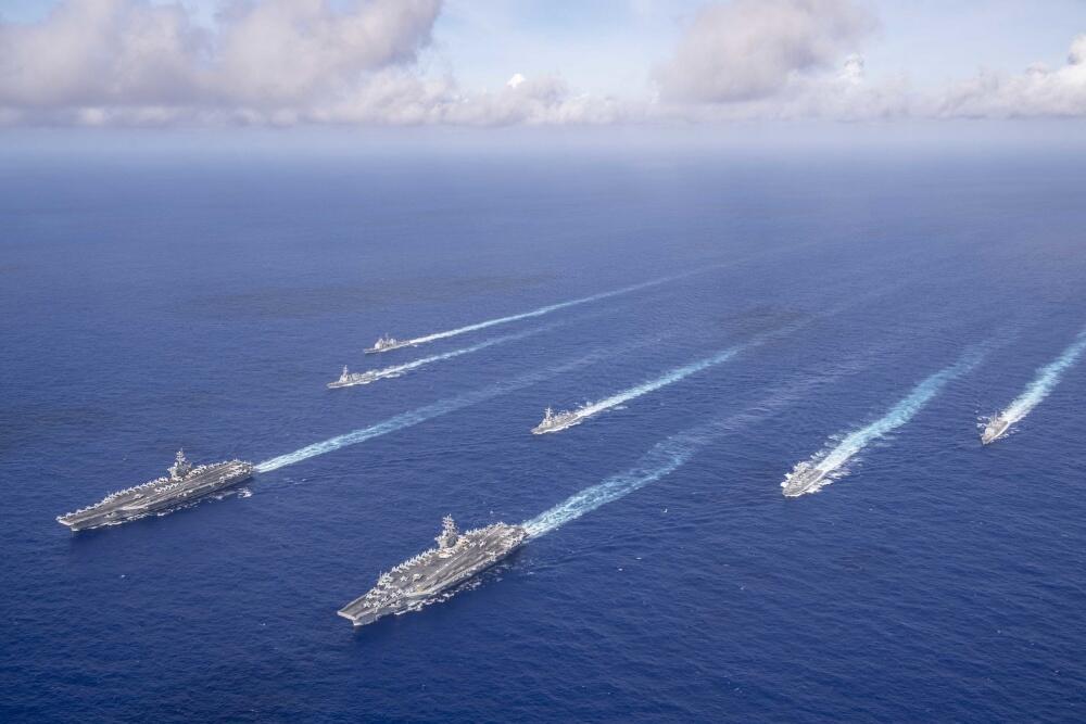 美军3个航母战斗群现身菲律宾海 专家:中国不必紧张图片