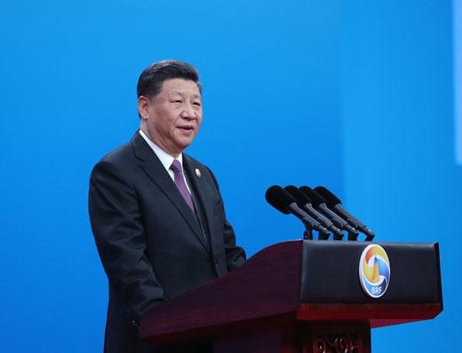 """2019年4月26日,国度主席习近平在北京出席第二届""""一带一起""""国际互助岑岭论坛开幕式,并揭晓题为《同心开创共建""""一带一起""""美妙将来》的主旨演讲。新华社记者 鞠鹏 摄"""