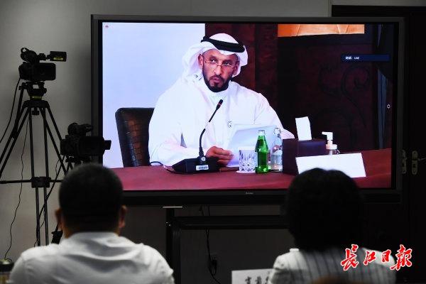阿拉伯团结首酋长国代表在启动典礼上作谈话 记者高勇 摄
