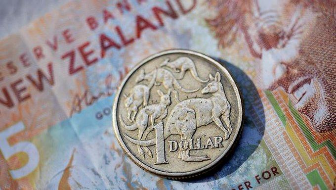 新西兰联储按兵不动但强调经济下行风险 纽元短线急挫