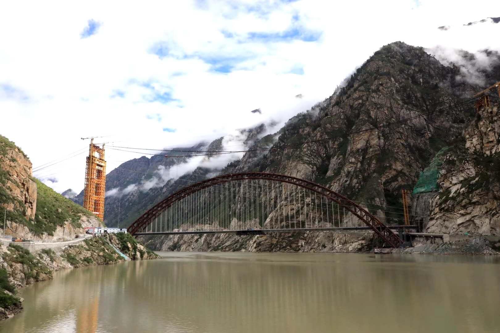 摩天注册:铁路藏木雅鲁藏布江摩天注册大桥合龙图片