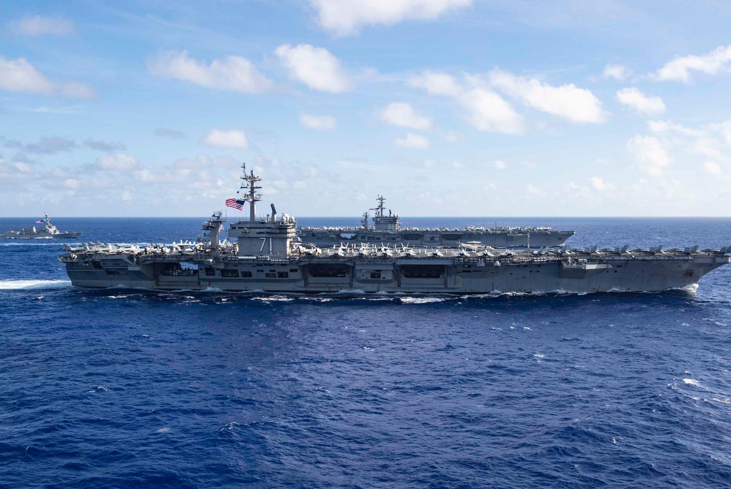 """""""尼米兹""""号航母(CVN-68)与""""罗斯福""""号航母(CVN-71)合影 图源:美国海军"""