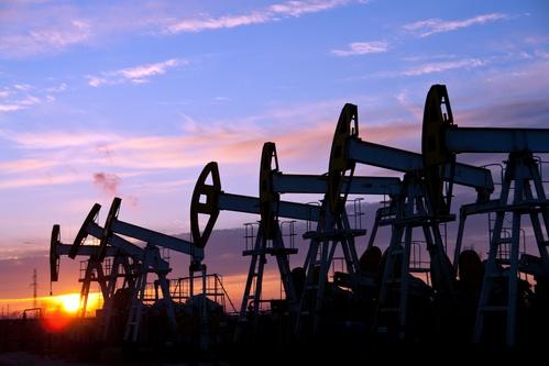 国际油价重挫近5%!IMF预计全球经济将萎缩4.9% 美国5.4亿桶原油压爆库容