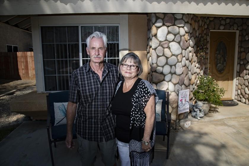 △玛丽贝斯·柯尔特斯和她的丈夫(图片来源:《洛杉矶时报》)