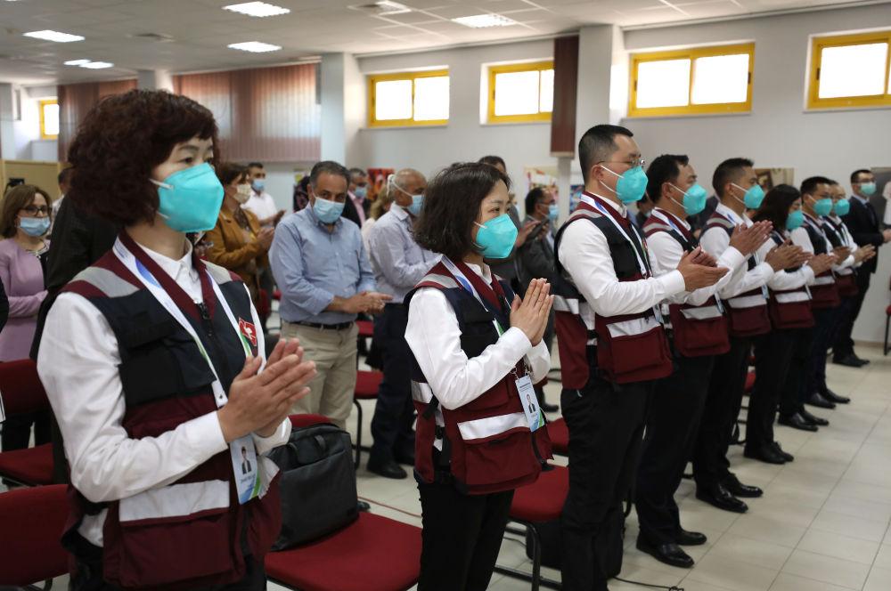 6月16日,在约旦河西岸都会拉姆安拉,巴勒斯坦卫生部为中国医疗专家组举办欢送典礼。新华社发(艾曼·努巴尼摄)