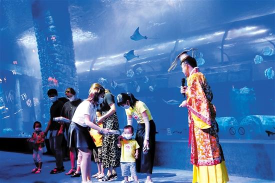 广州正佳极地海洋世界举办端午主题活动 主办方供图