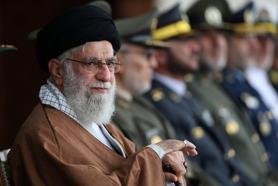 """伊朗最高领袖:对付新冠靠洗手,对付贪官靠""""剁手"""""""