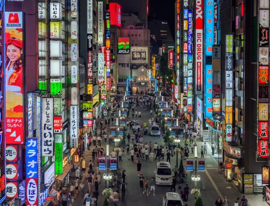 资料图:夜晚的东京(图源:Getty Images)