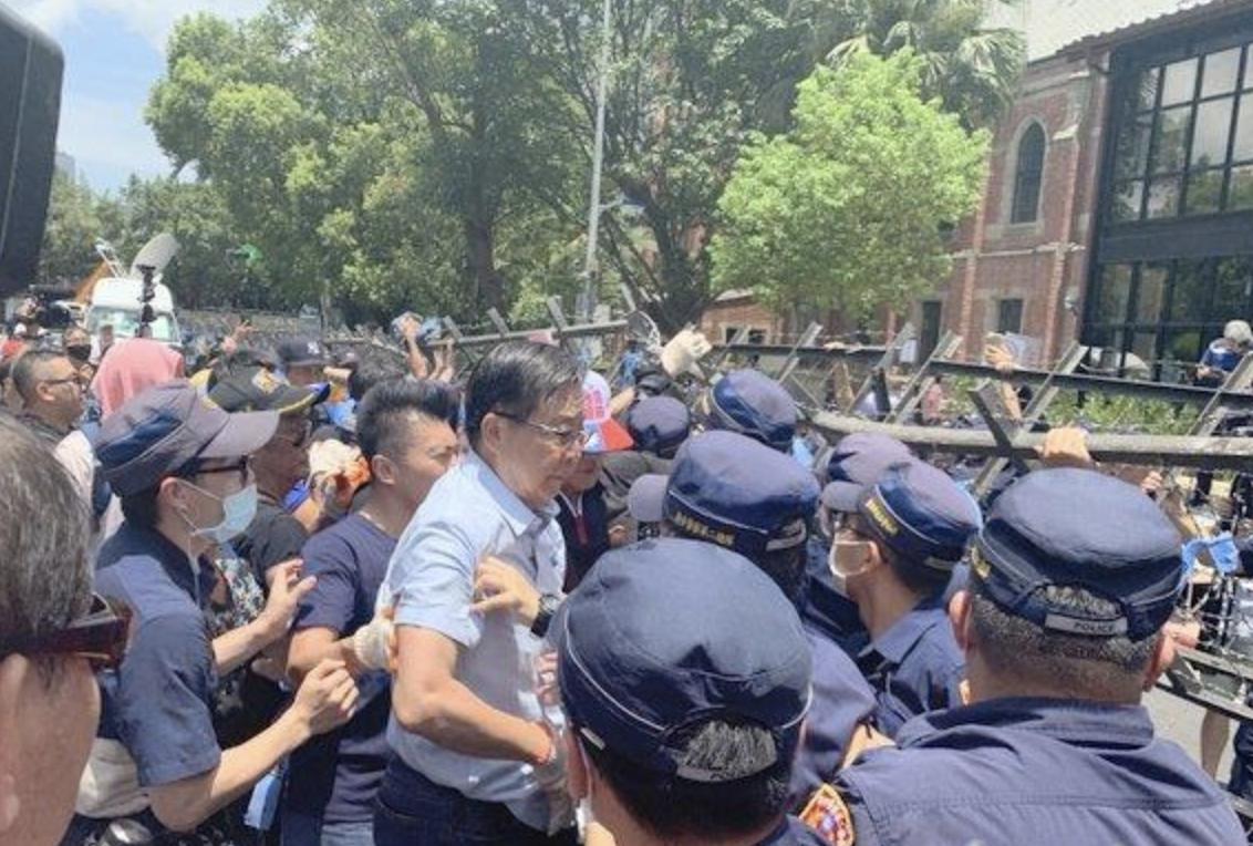 警民产生肢体冲突(中评社)