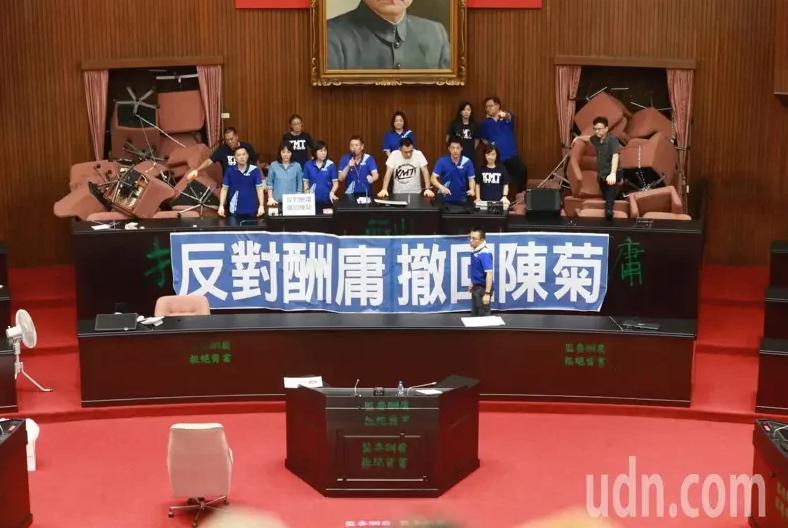 """国民党""""立委""""占领""""立法院"""" 图自台媒"""