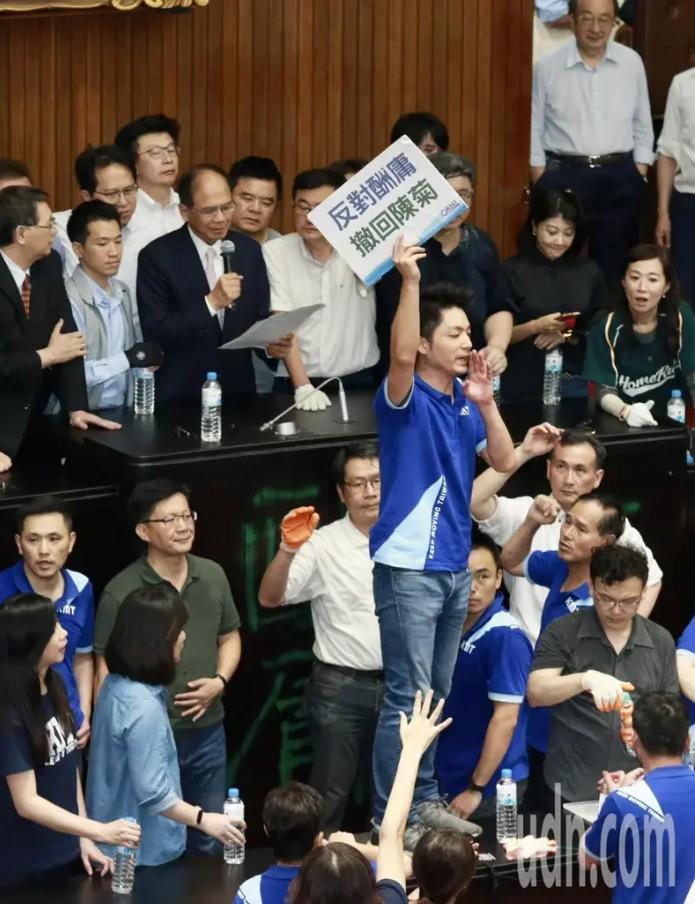 游锡堃公布散会 图自台媒