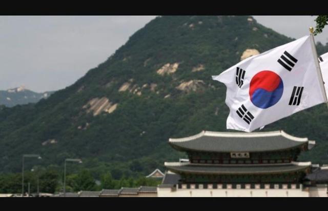 特朗普一个电话,文在寅马上乖乖听令,韩国就不能硬气一回么?