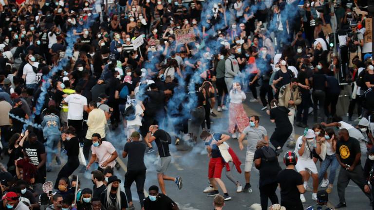 6月2日,法国巴黎街头聚集抗议者(图源:路透社)