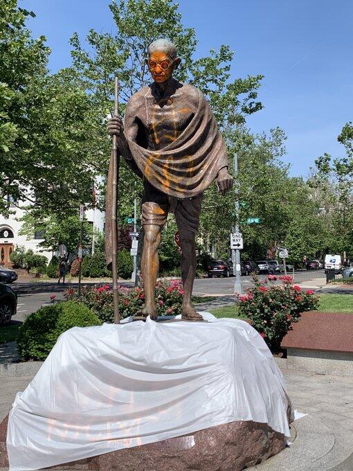 """甘地雕像在美被破坏 被涂""""种族主义者""""等字眼"""