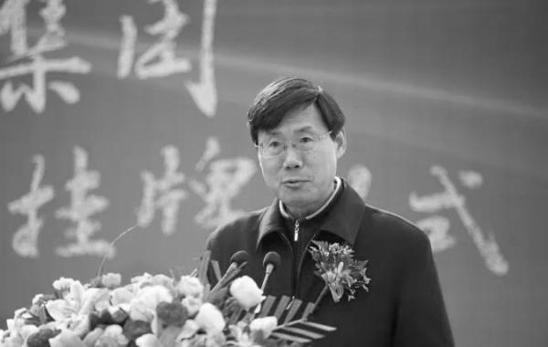 摩天平台,大学原副校摩天平台长刘伟庆图片
