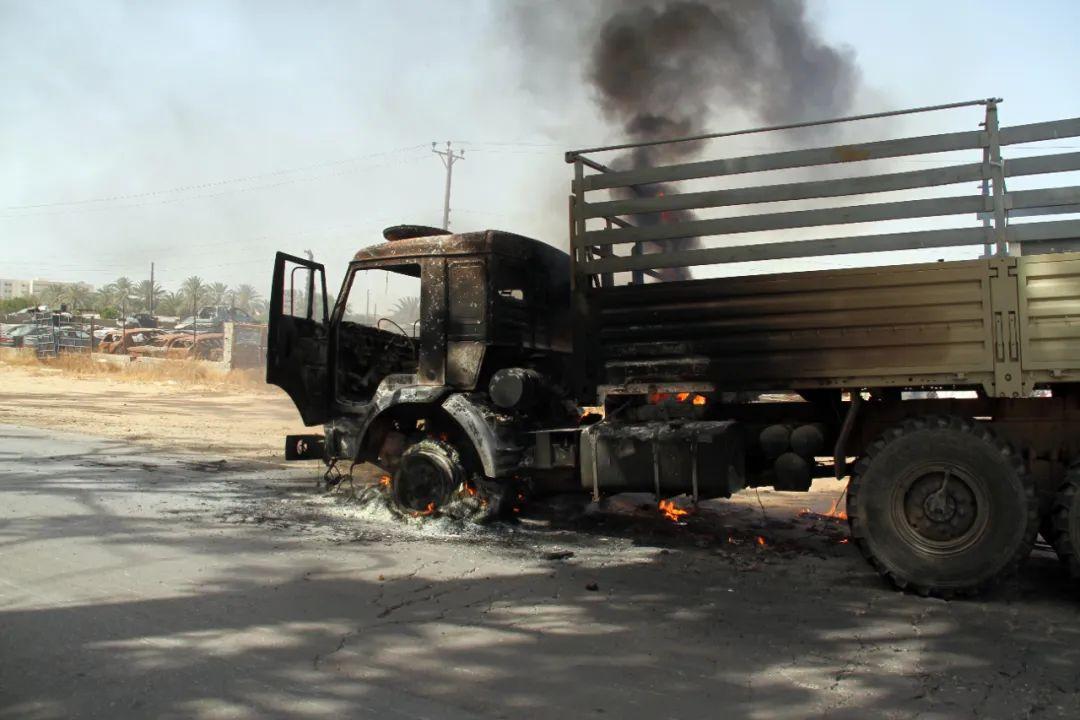 利比亚战与和 谁说了算?