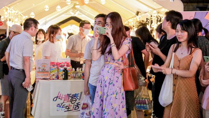 【摩天注册】春集市纪念馆首次夜间开放一起摩天注册穿图片