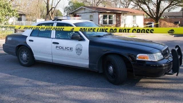 美警察向运送伤者的人群开枪?涉事警局回应称正调查