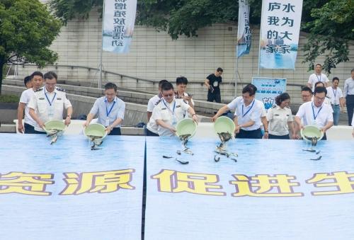 摩天娱乐,日暨摩天娱乐浙江省水生生物增殖放流图片