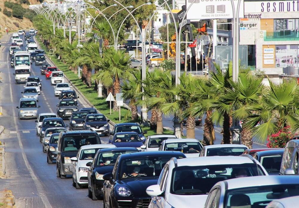 土耳其放宽疫情管制后 大量游客前往海边度假