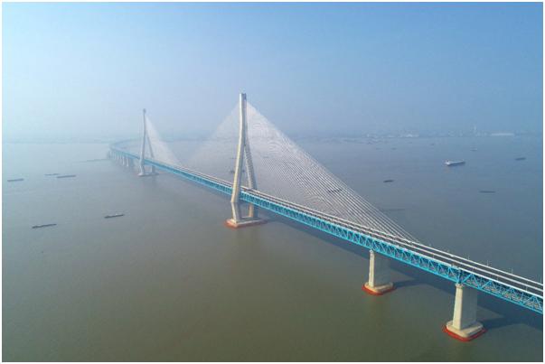中国中铁设计承建的世界首座跨度超千米的公铁两用斜拉桥通车运营图片