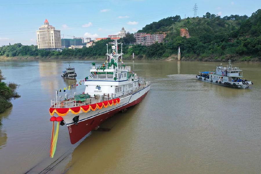 国内首艘500千伏海底电缆综合运维船顺利下水图片